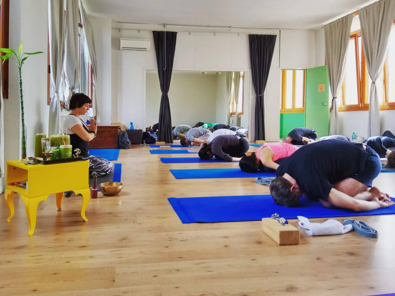istruttori di yoga incontri studenti