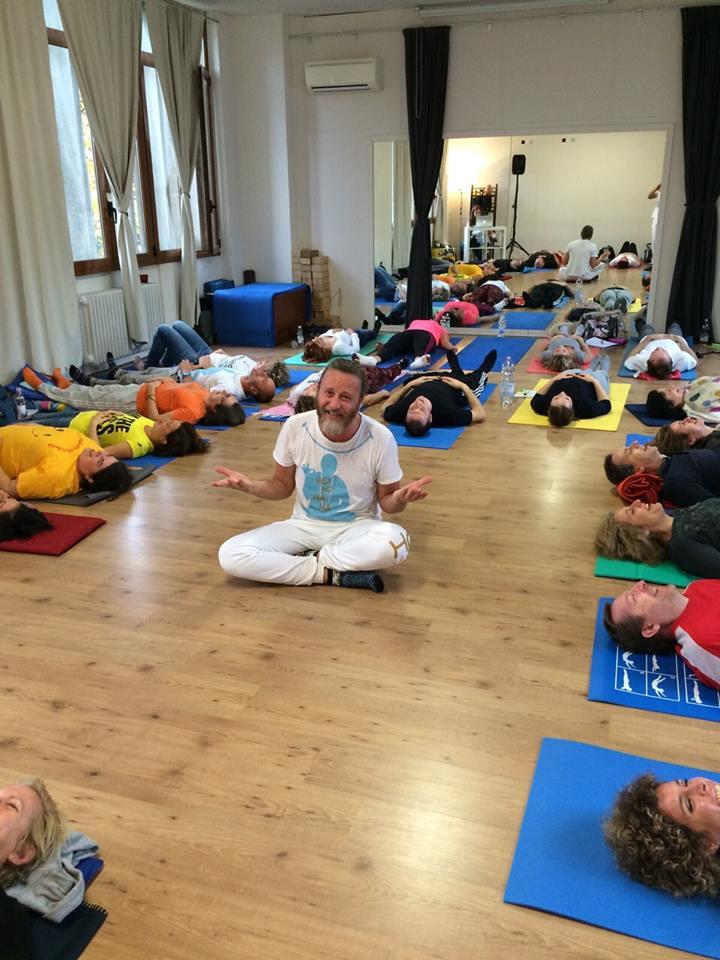 yoga della risata mappamundi