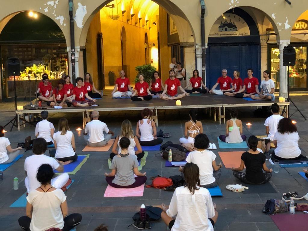 Il Comitato Yoga di Padova guida la pratica