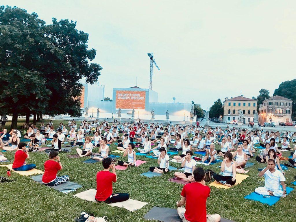 21 giugno, Yoga a Padova in Prato della Valle